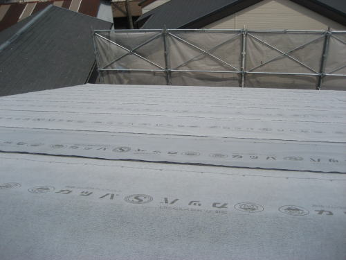 大屋根ルーフィング貼り状況(東面)