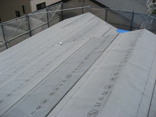 大屋根ルーフィング貼り状況(南面)