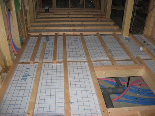 床下断熱材吹き込み用下地シート貼り取り付け