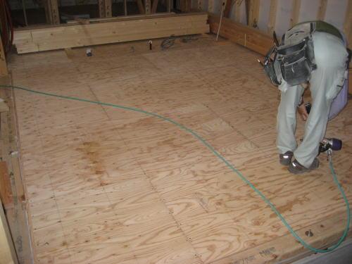 1F床板貼り工事