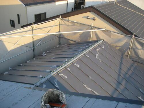 大屋根屋根材(板金たてひら)葺き