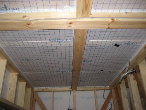 1F玄関上天井シート貼り