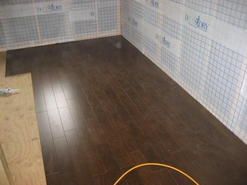 2F子供室床フロア材貼り
