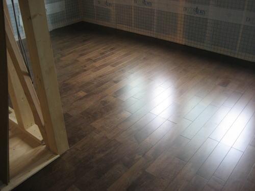 2F子供室床フロア材貼り 完了後