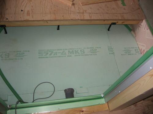 浴室基礎ベース天端断熱材敷きこみ