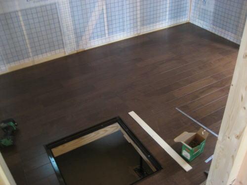 1Fパントリー床フロア貼り工事