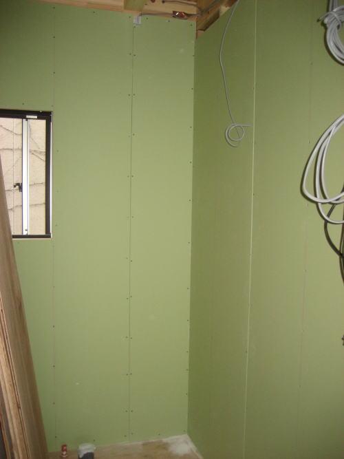 2Fトイレ壁耐水ボード貼り工事