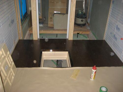 1F洗面室床フロア貼り