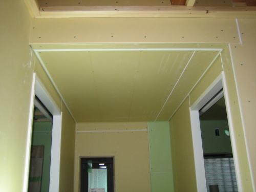洗面・トイレ前室天井ボード貼り工事