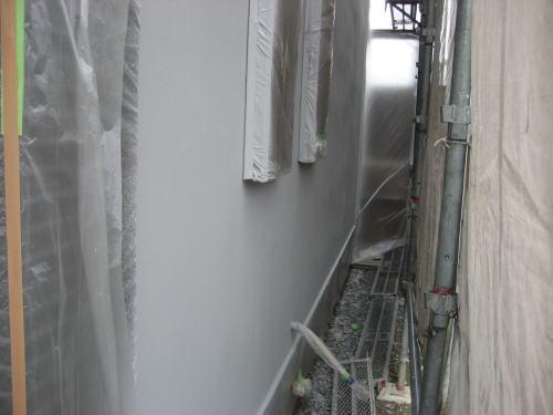 外壁吹き付け塗装工事(下吹き)